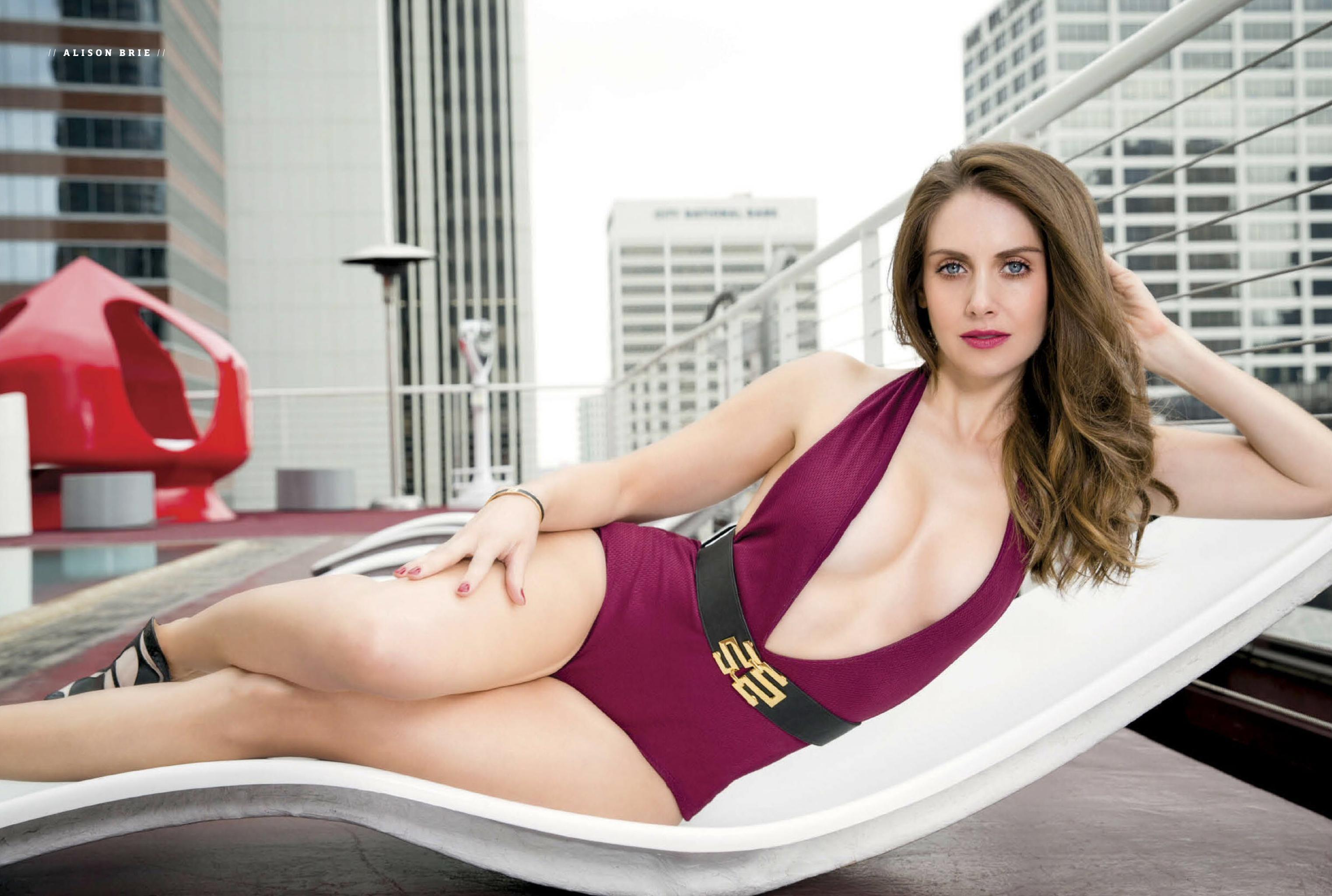 Alison Brie desnuda 4