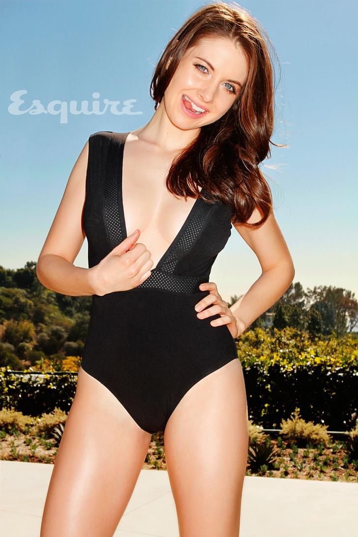 Alison Brie desnuda follando 3