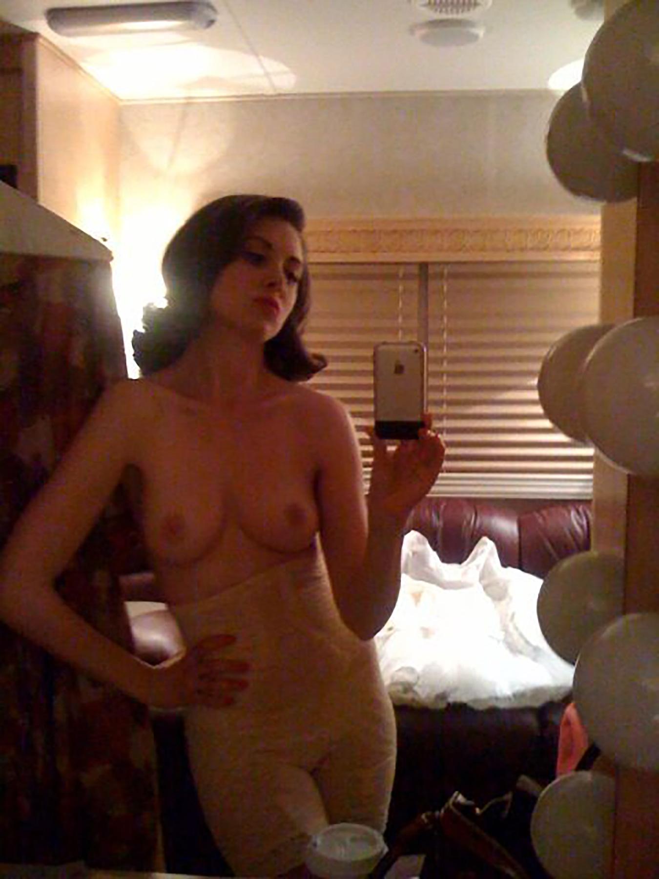 Alison Brie Glow Boobs nuevo ] alison brie desnuda porno fotos