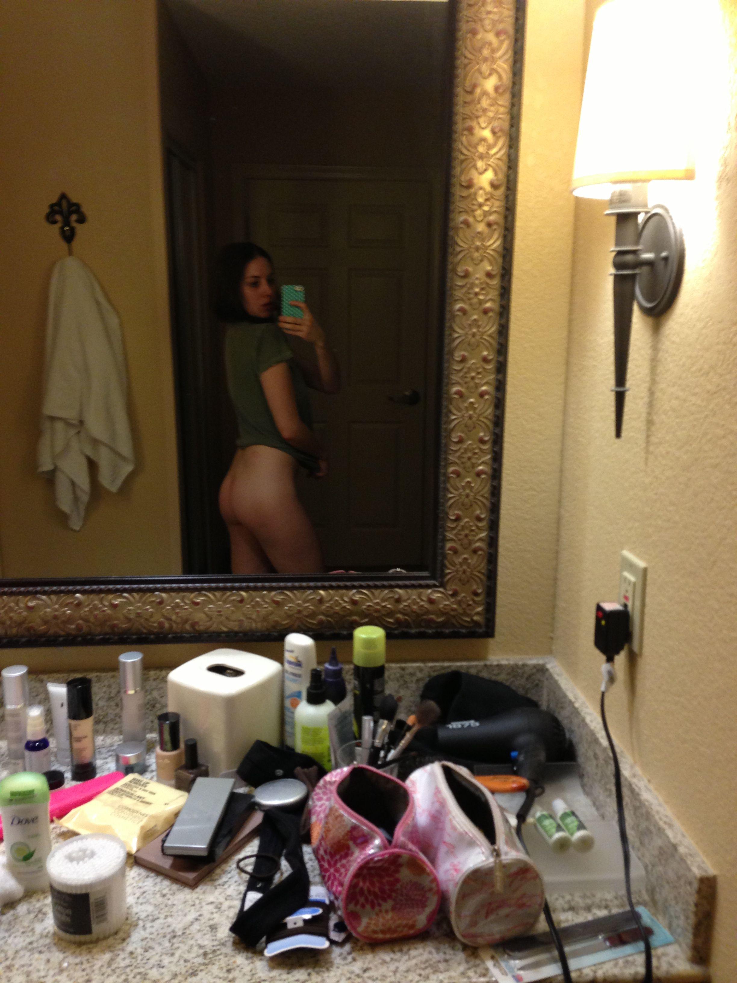 Alison Brie xxx 3