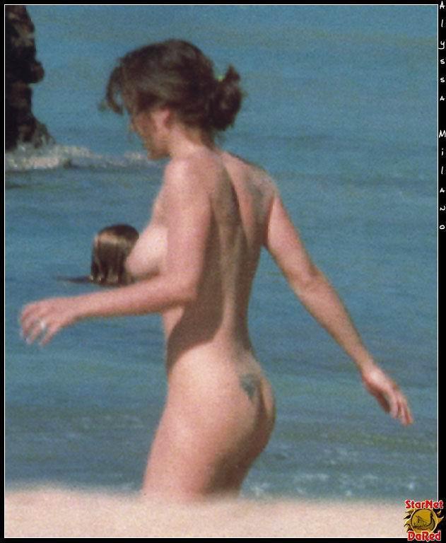 Alyssa Milano desnuda