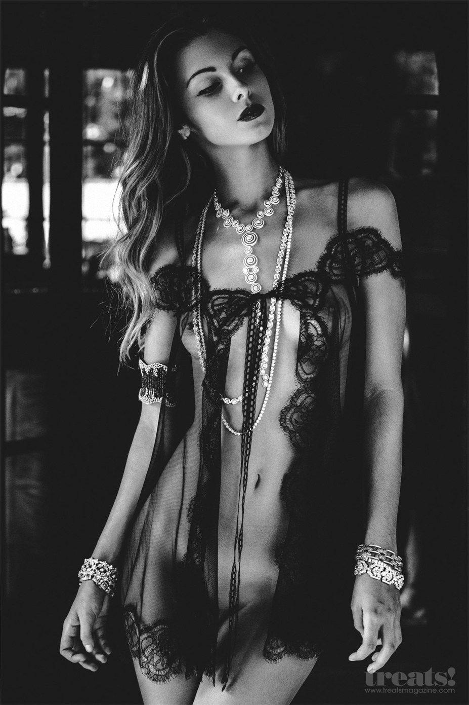 Carmella Rose sin ropa interior 1