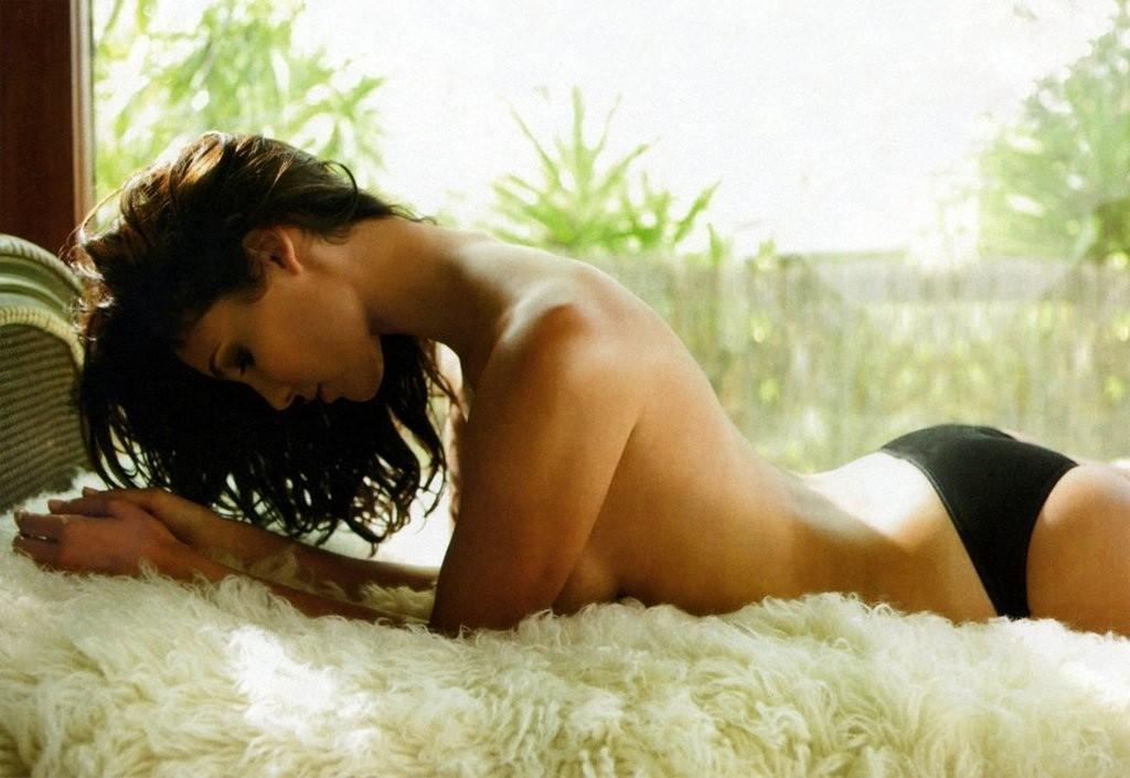 Daniela Ruah desnuda coño