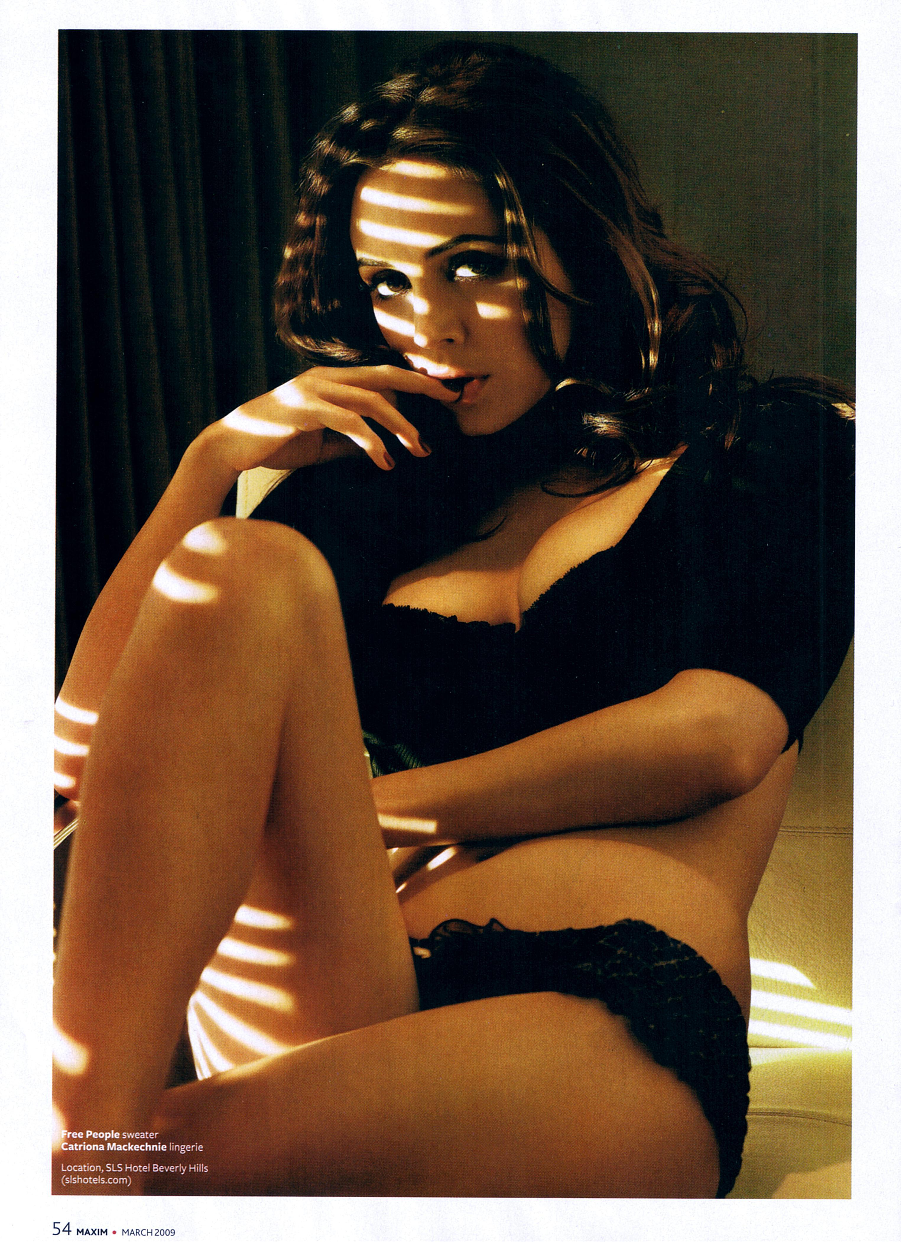 Eliza Dushku desnuda follando