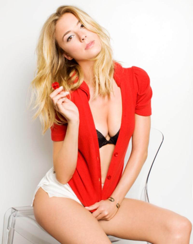 Emily VanCamp videos desnuda