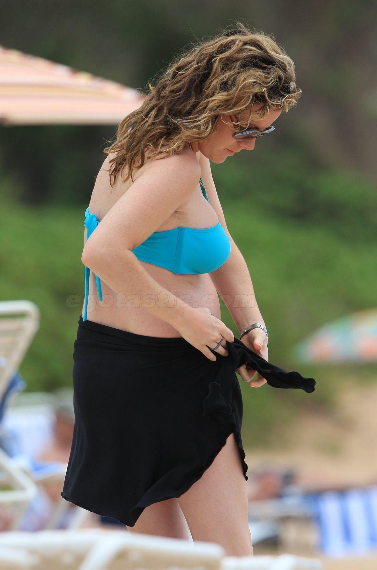 Kathleen Robertson desnuda tetas