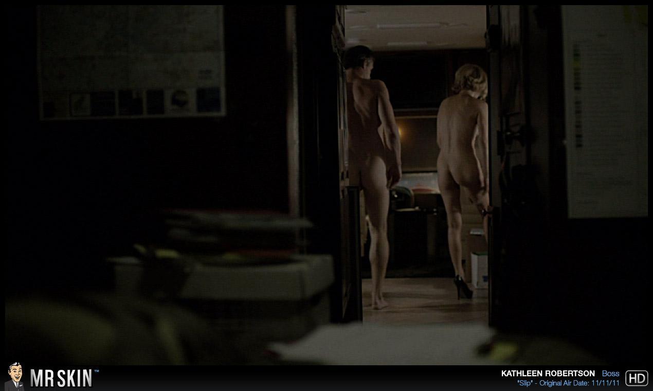 Kathleen Robertson desnuda