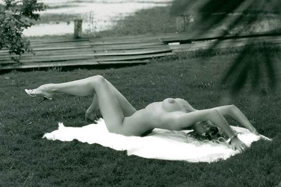 Rachel Hunter pillada desnuda
