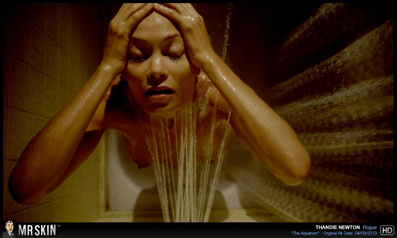 Thandie Newton desnuda follando
