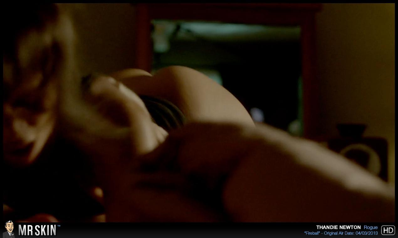 Thandie Newton desnuda tetas