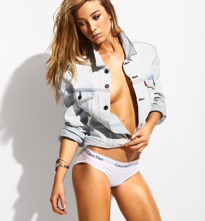 Charlotte Vega sin ropa