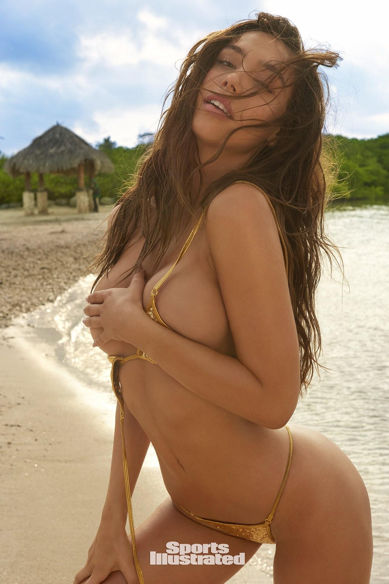 Alexis Ren desnuda follando 1