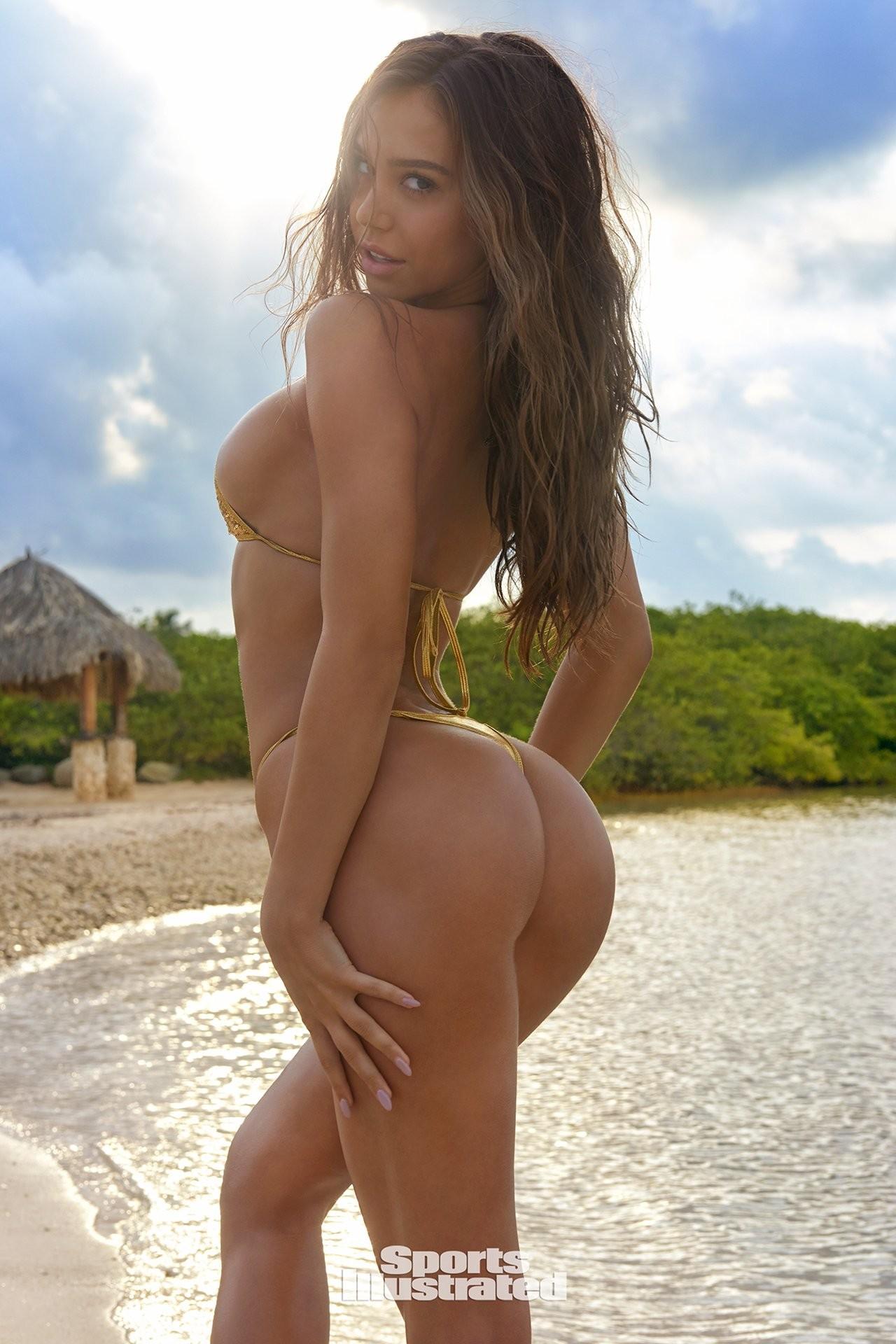 Alexis Ren desnuda porno 1