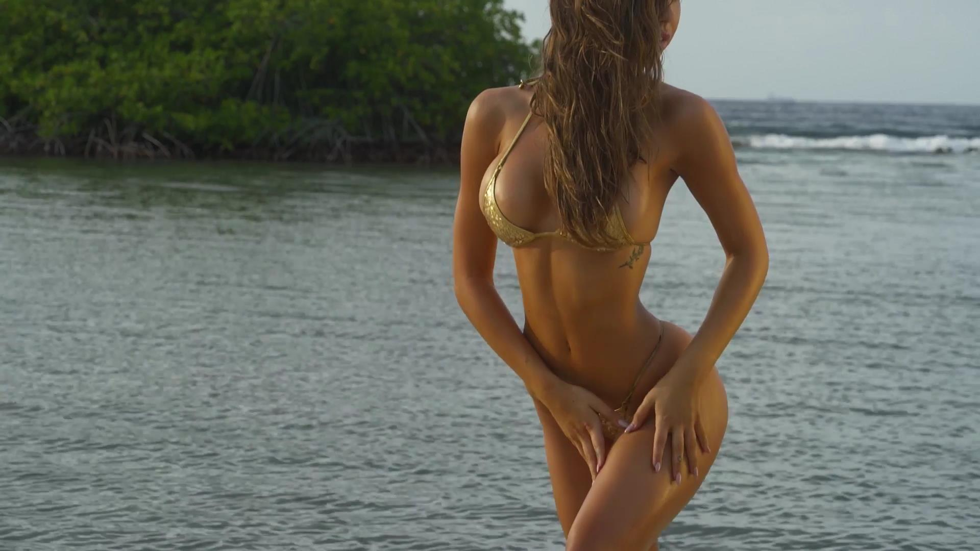 Alexis Ren desnuda sin censura 2