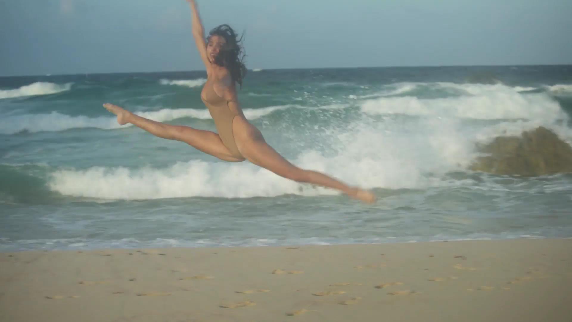 Alexis Ren imagenes desnuda 3
