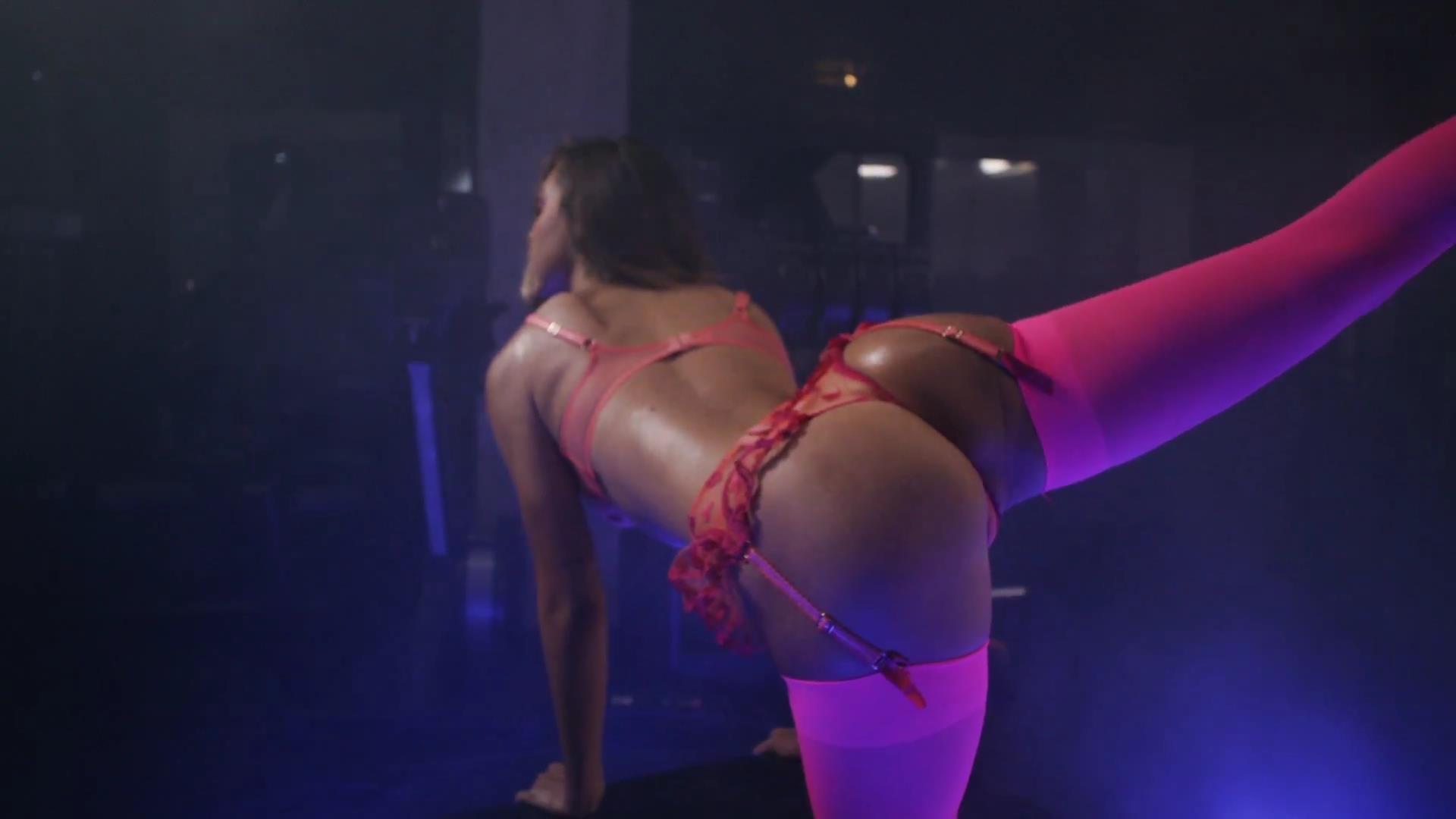 Alexis Ren pillada desnuda 1