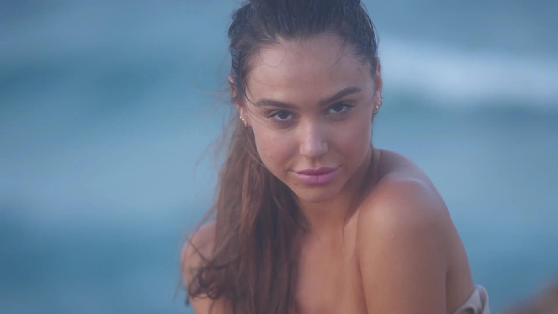 Alexis Ren porn 4