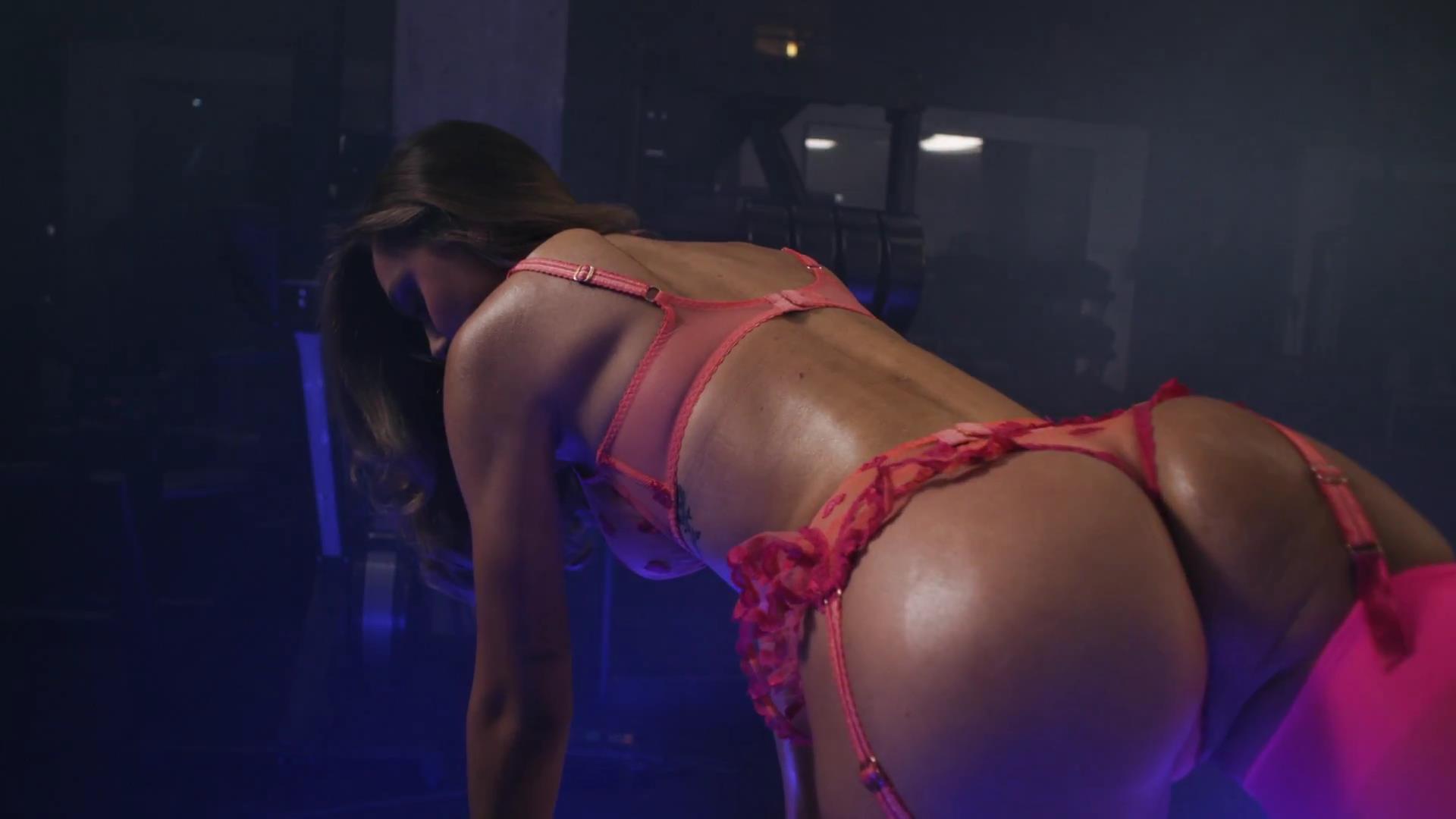Alexis Ren sin ropa interior