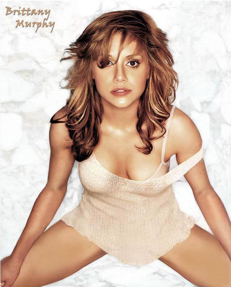 Brittany Murphy desnuda tetas
