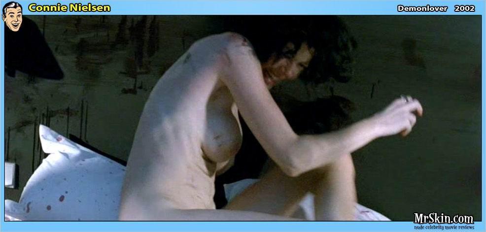 Connie Nielsen desnuda tetas