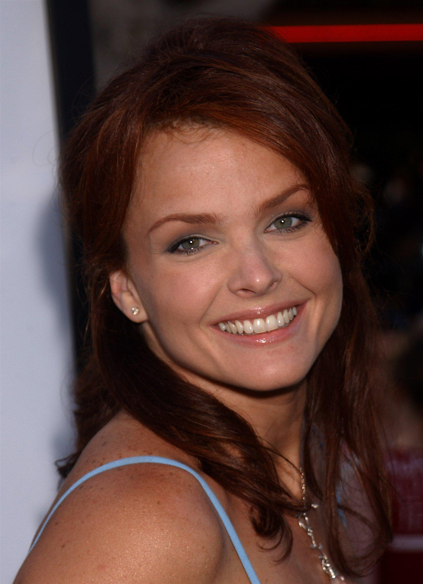 Dina Meyer sin censura