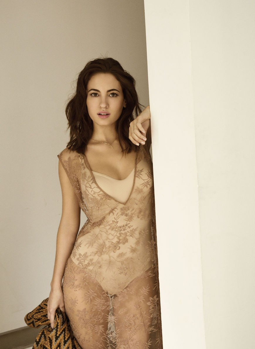 Ivana Baquero sin ropa interior
