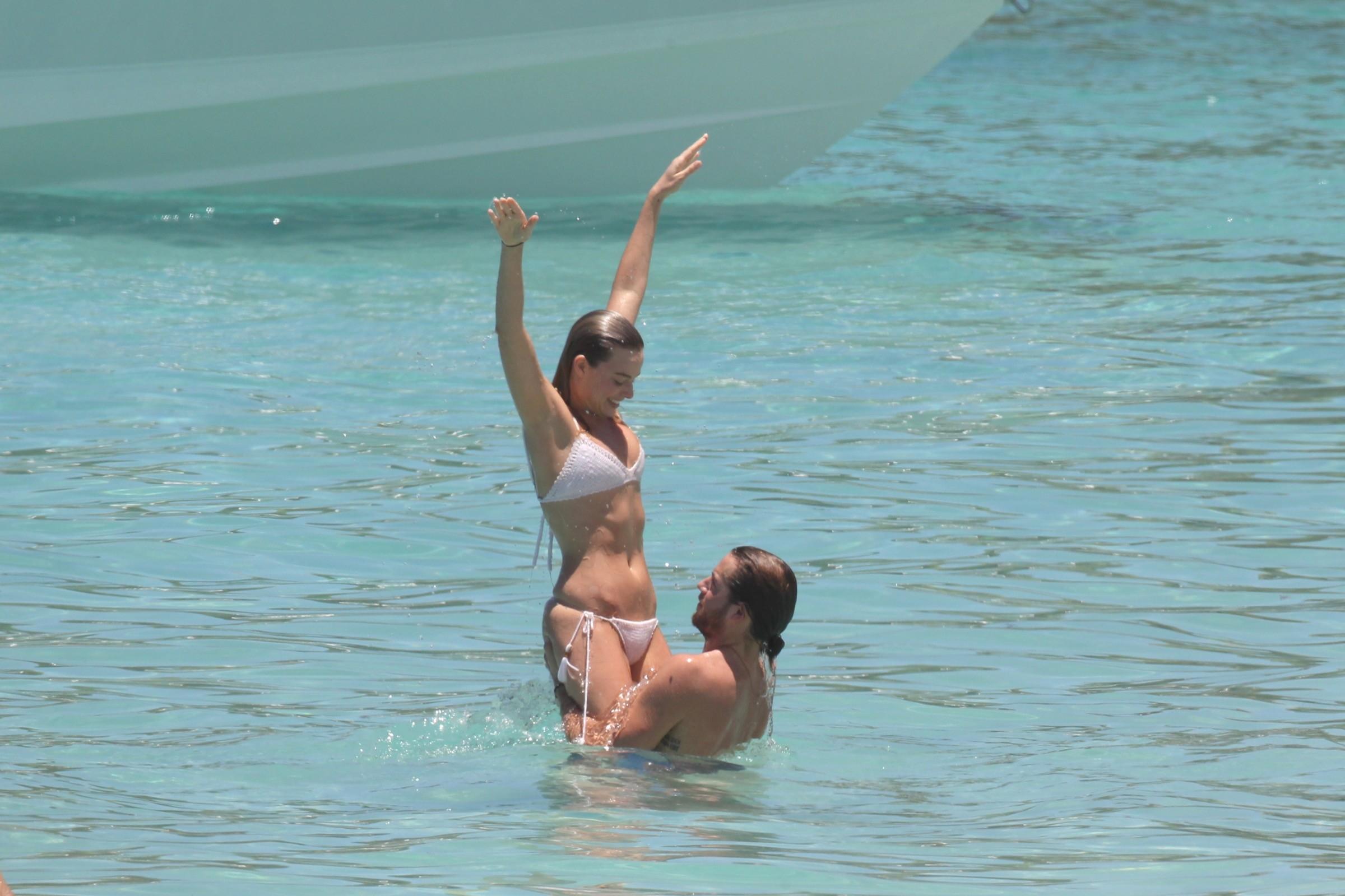 Margot Robbie desnuda follando