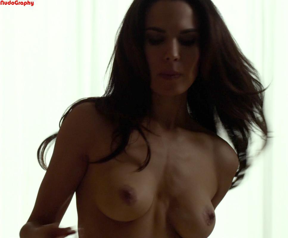 Nadine Velazquez sexo