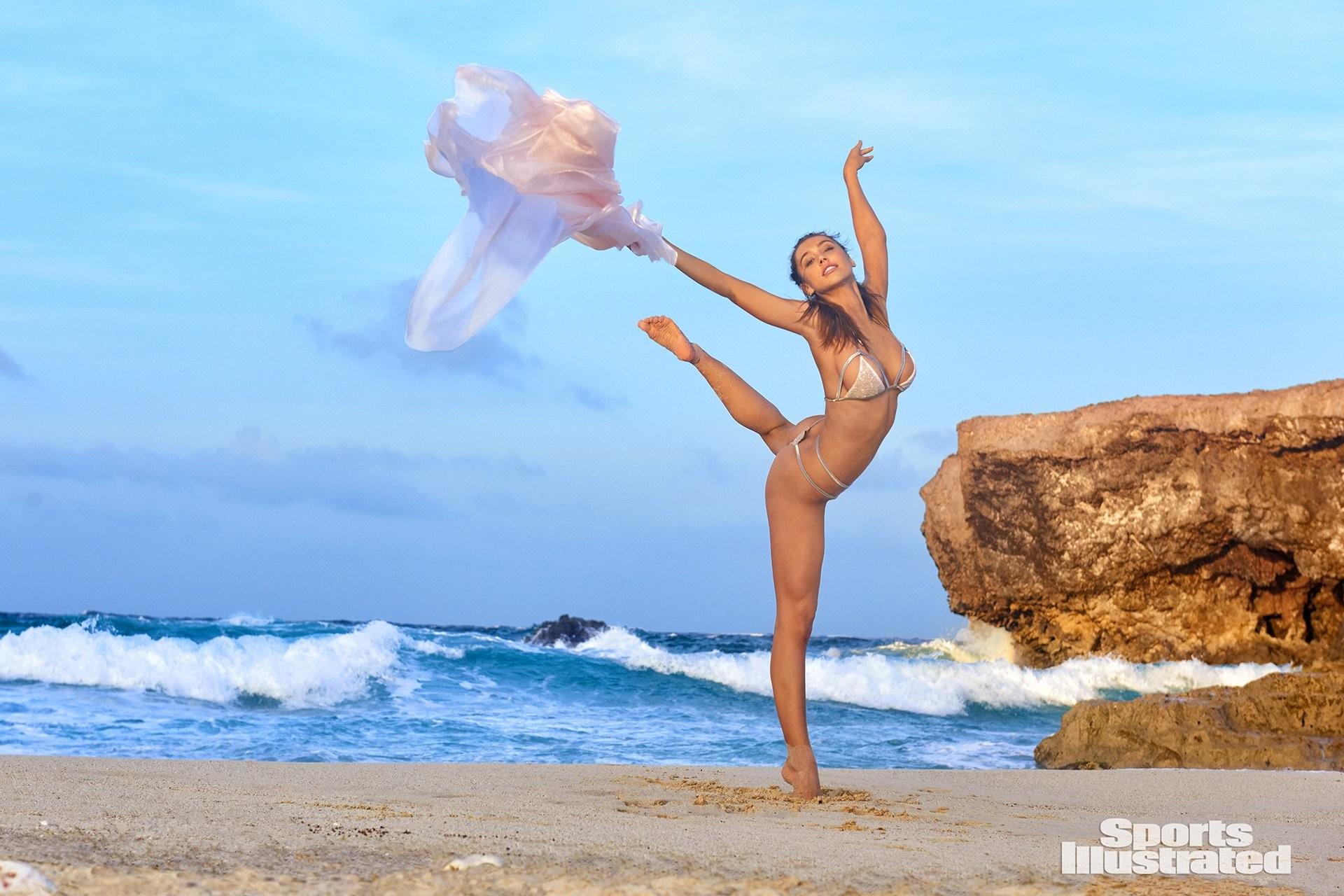 fotos Alexis Ren desnuda 2