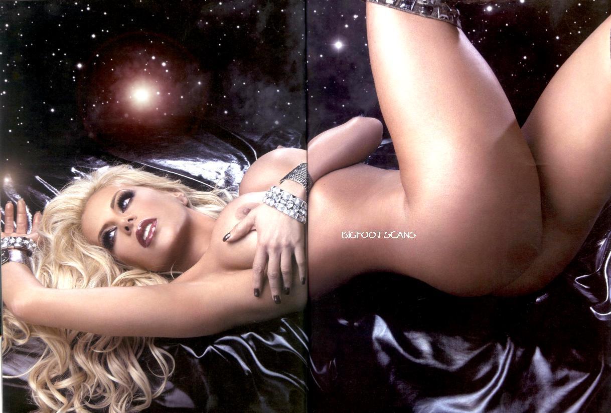 desnuda Lorena Herrera (Playboy)