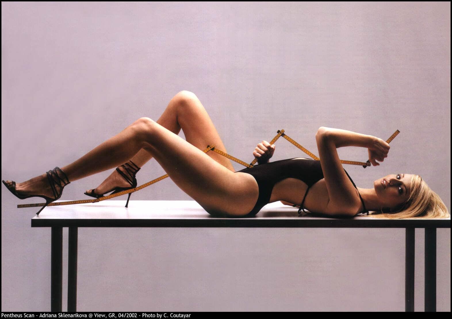 Adriana Karembeu caliente