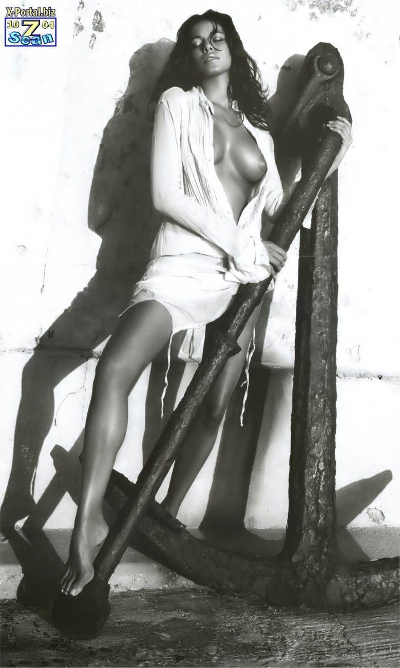 Aida Yespica delante