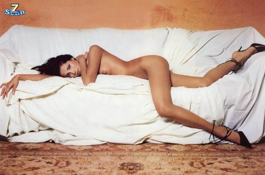 Aida Yespica desnuda