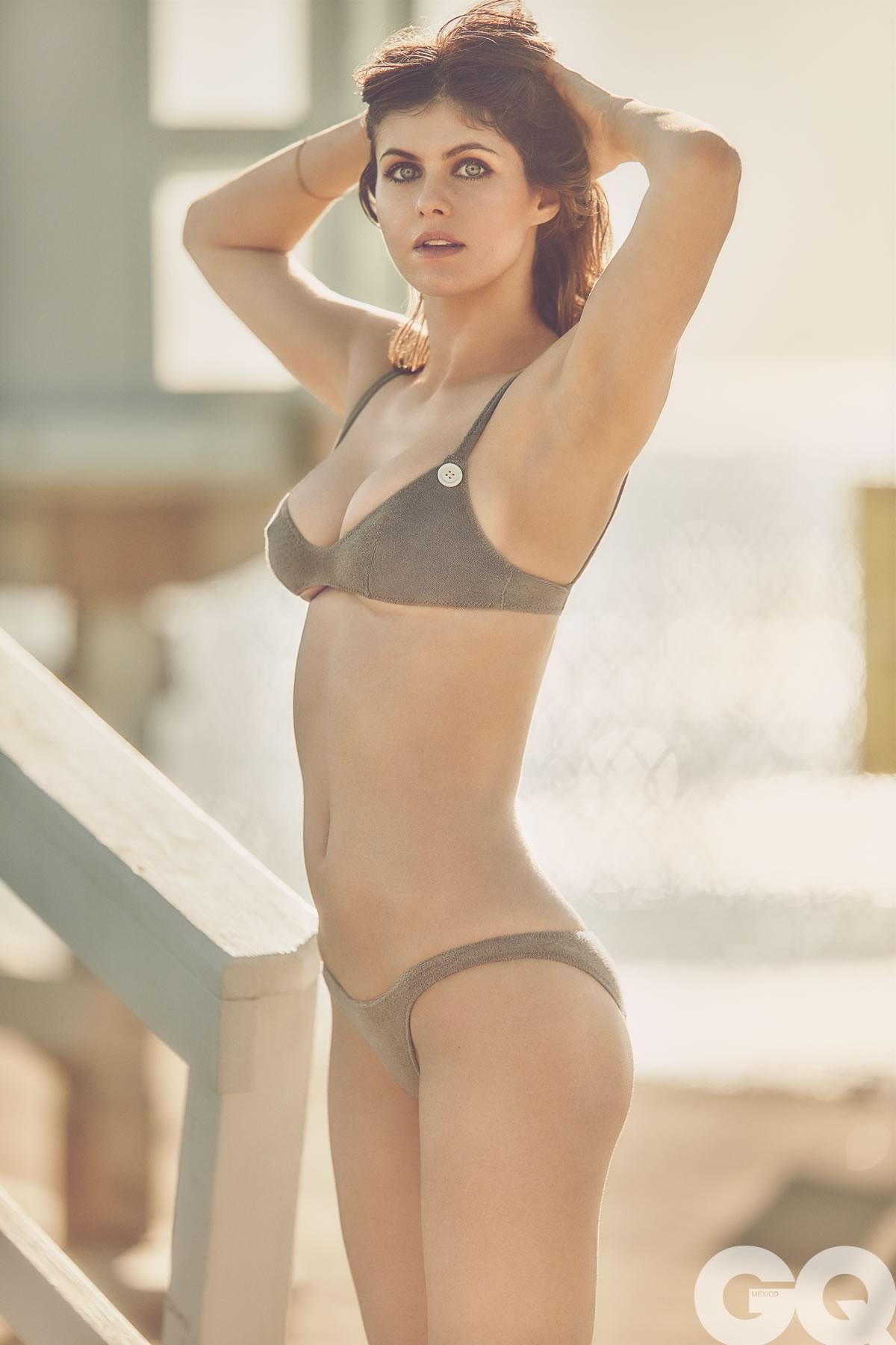 Alexandra Daddario culo