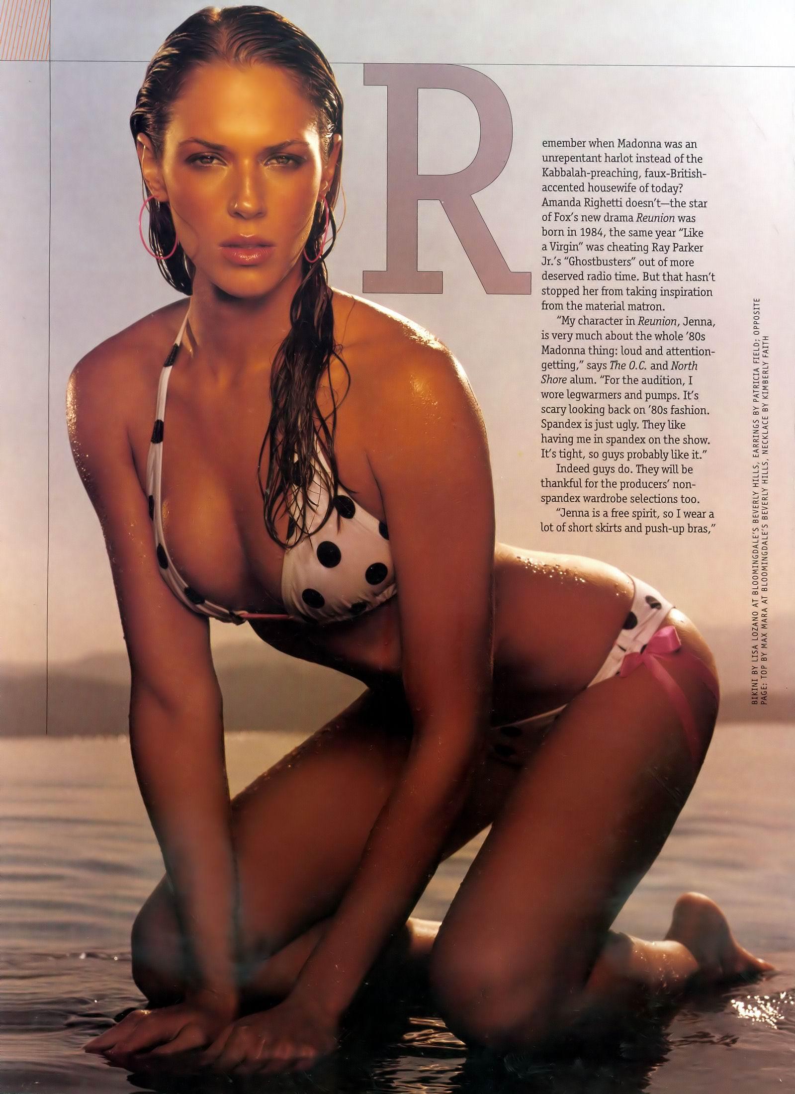 Amanda Righetti desnuda tetas