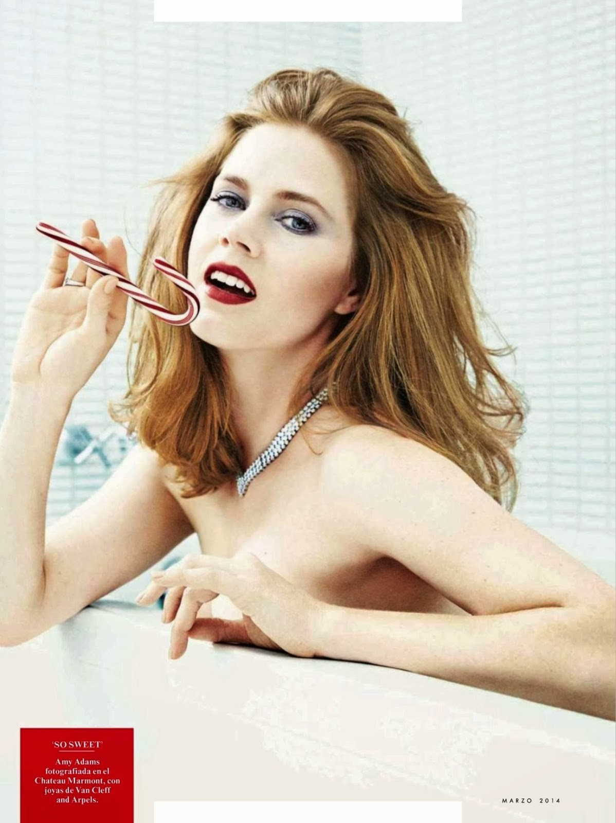 Amy Adams desnudándose