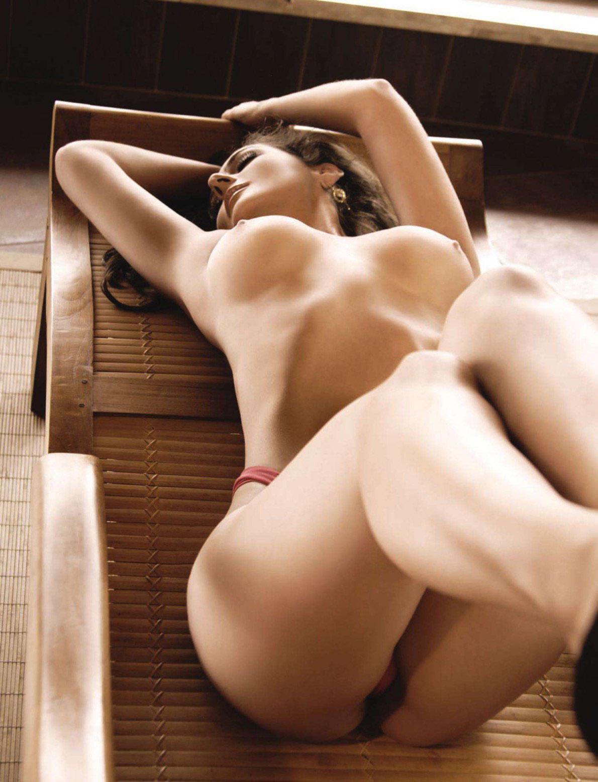 Andrea Garcia desnudo en la cama