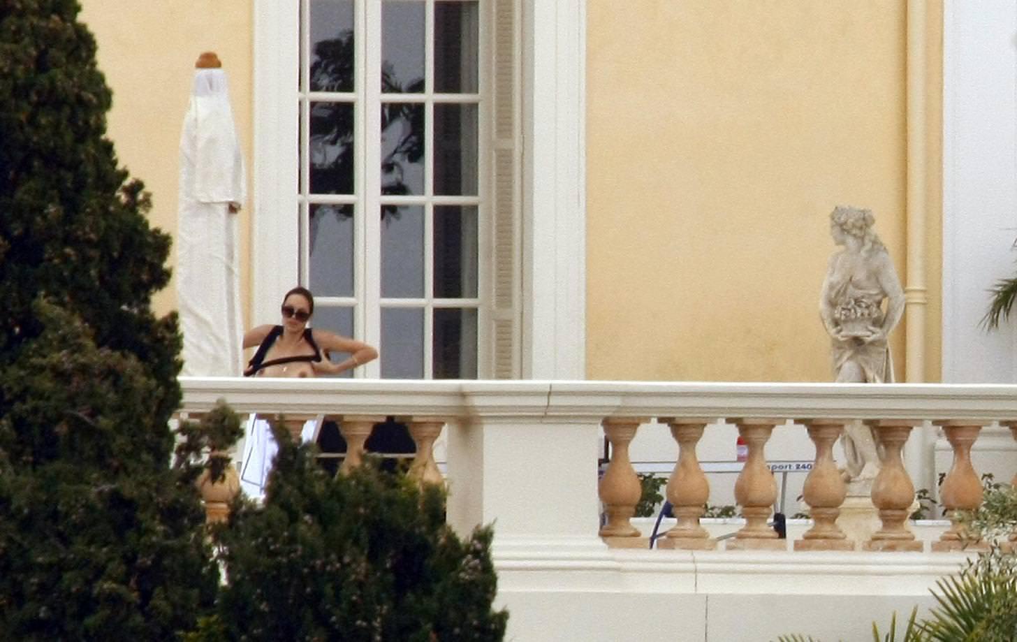 Angelina Jolie pillada desnuda 1