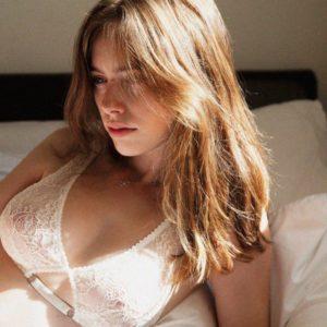 Anthea Page Desnuda: ¡sin ropa y con cuerpazo!