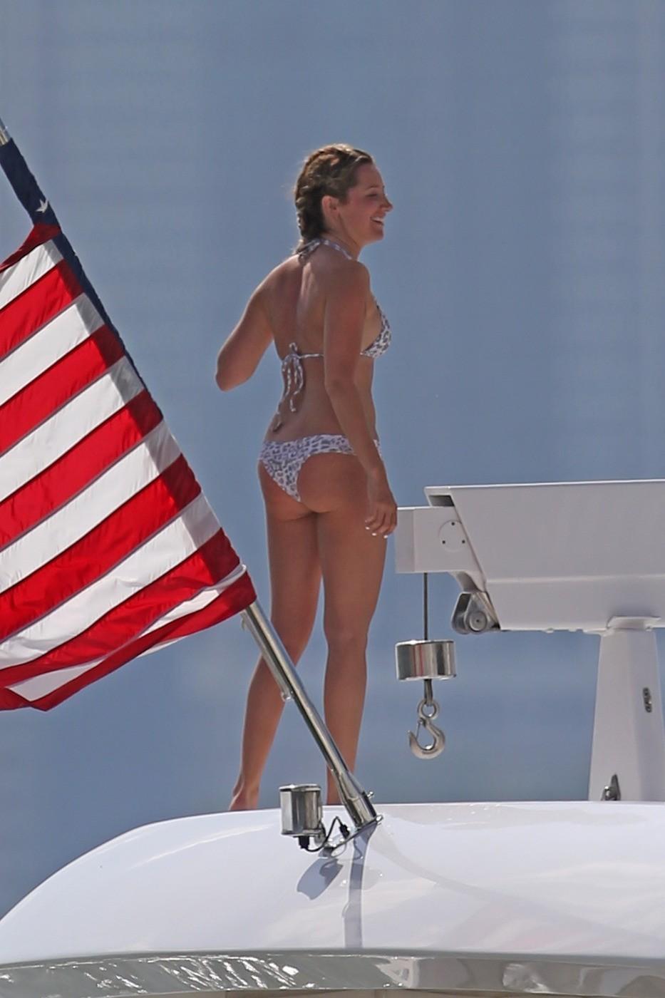 Ashley Tisdale famosas desnudas follando 1