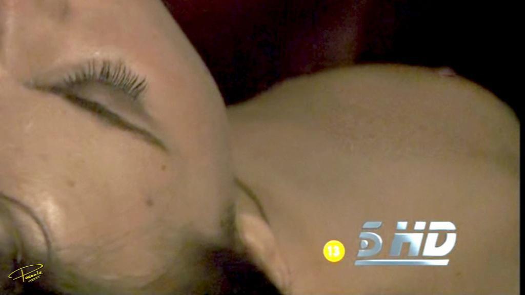 Aura Garrido pillada desnuda