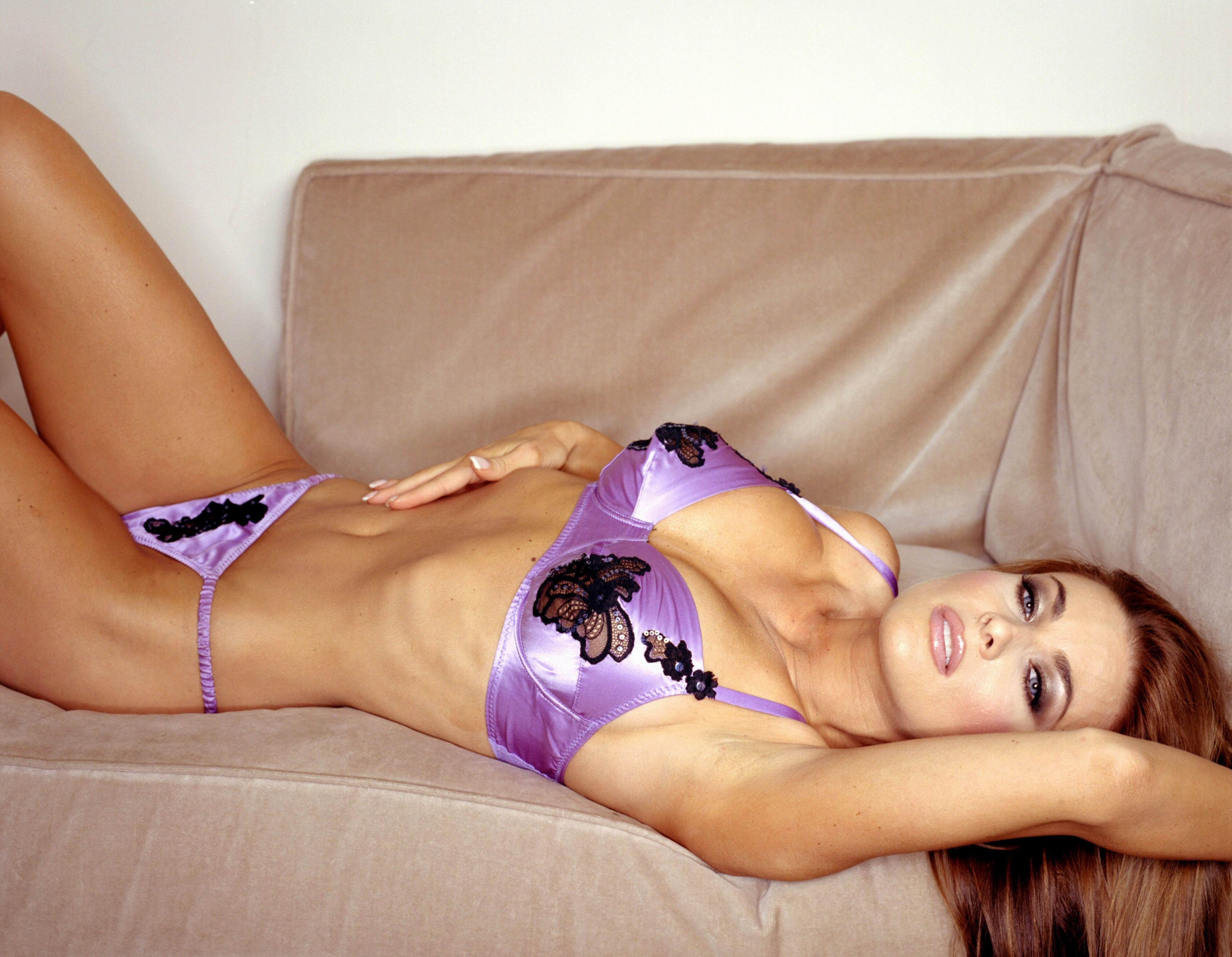 Carmen Electra desnuda follando 2