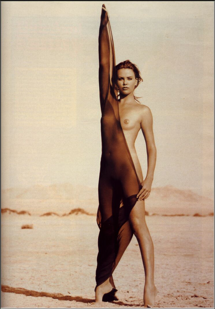 Charlize Theron caliente