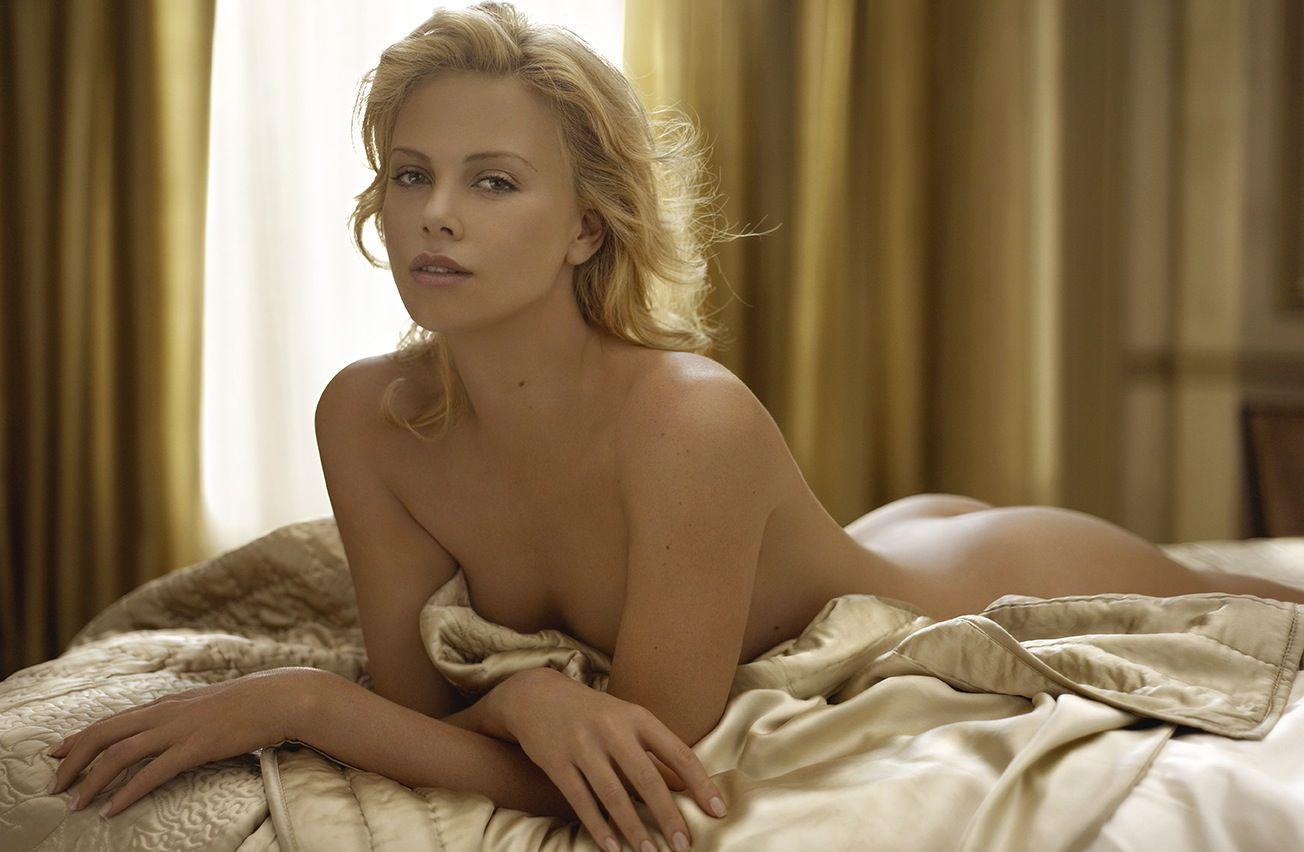 Charlize Theron desnuda follando