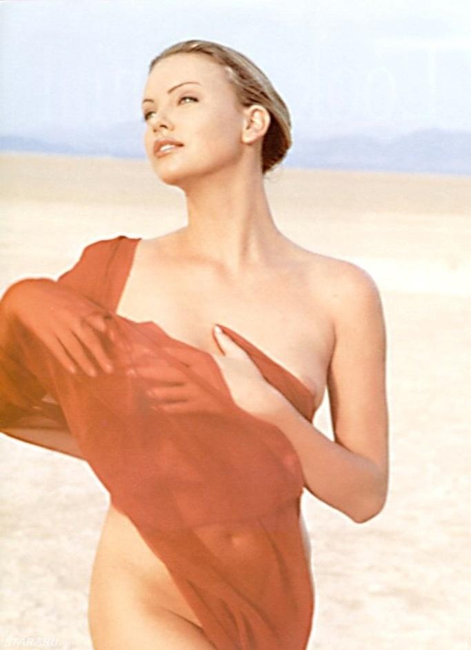 Charlize Theron sin ropa interior