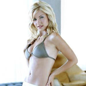 Elisha Cuthbert Desnuda Fotos y Vídeos!
