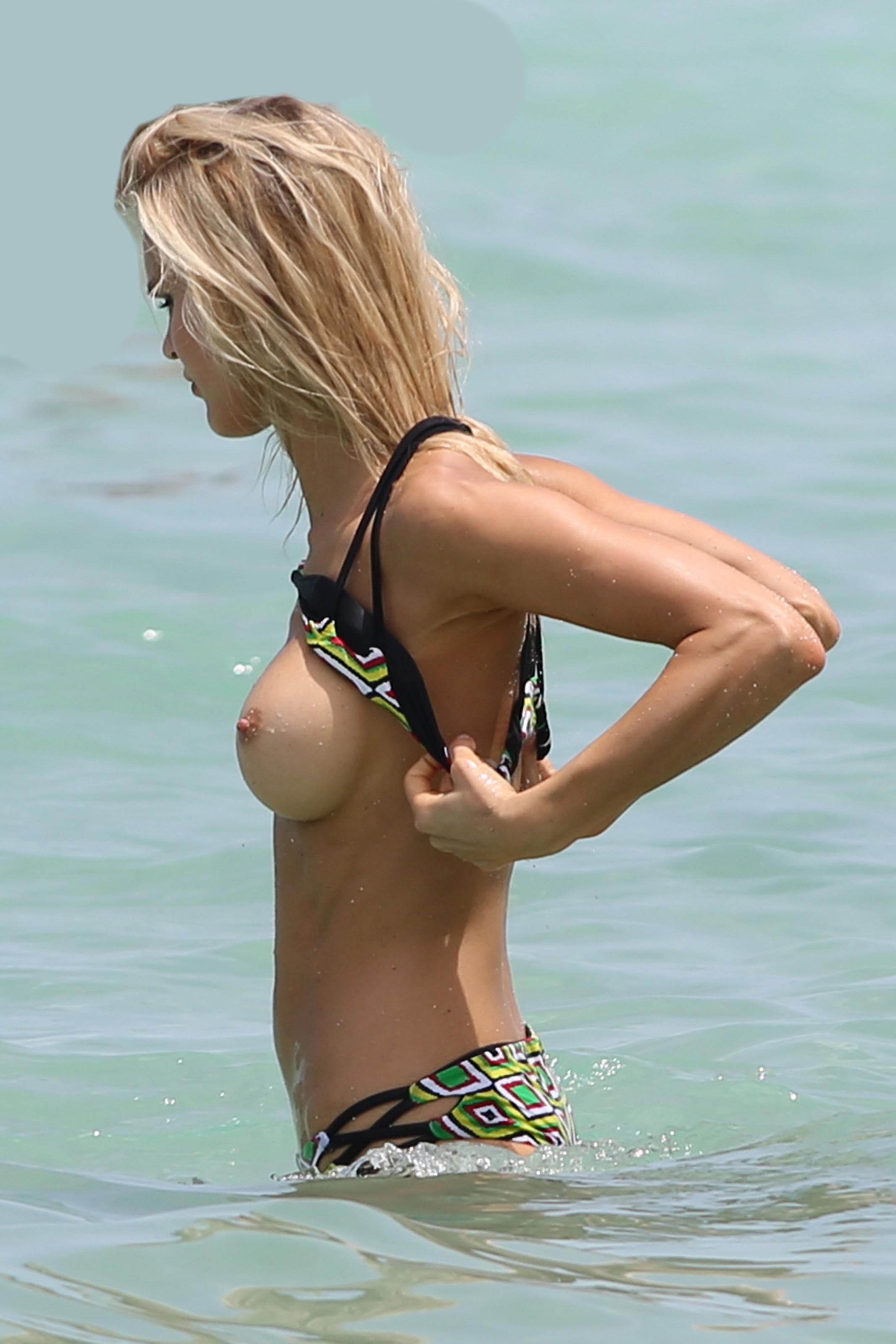 Joy Corrigan desnuda follando