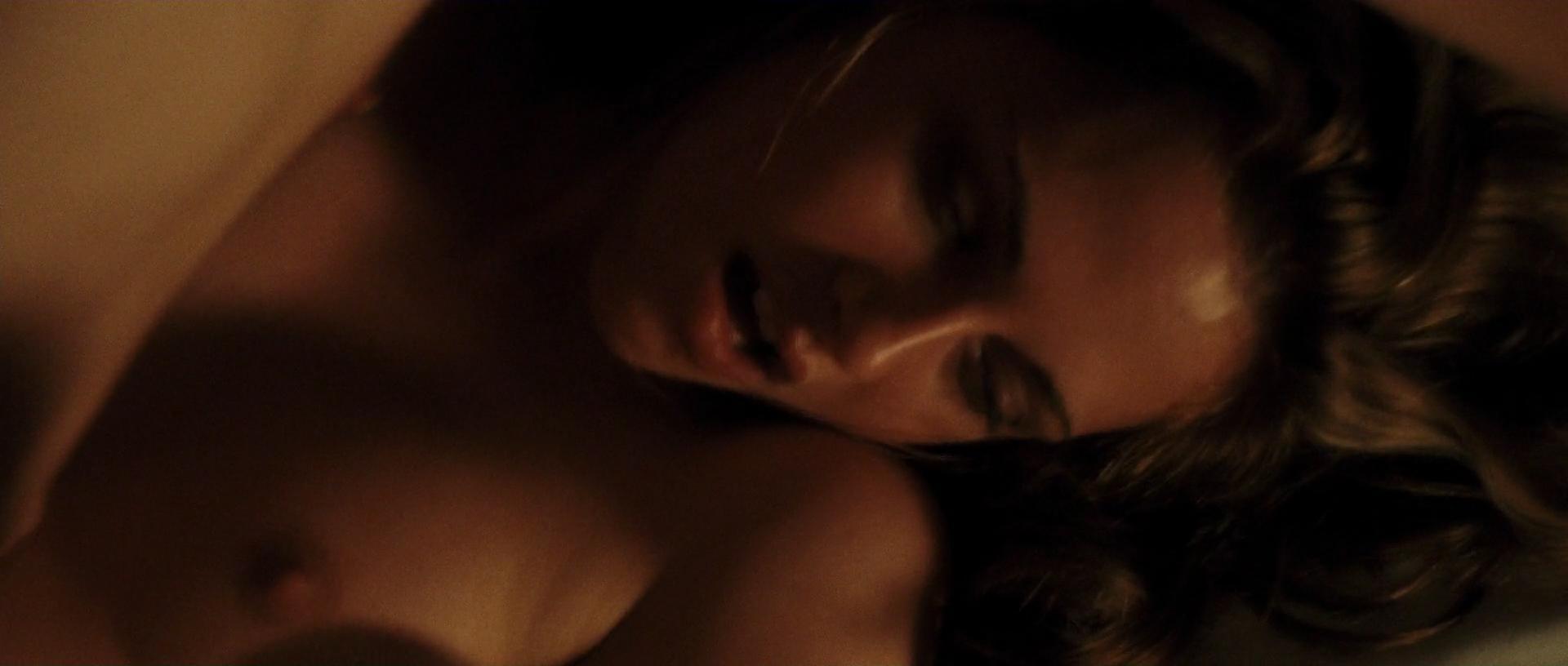 Kristen Stewart mostrando