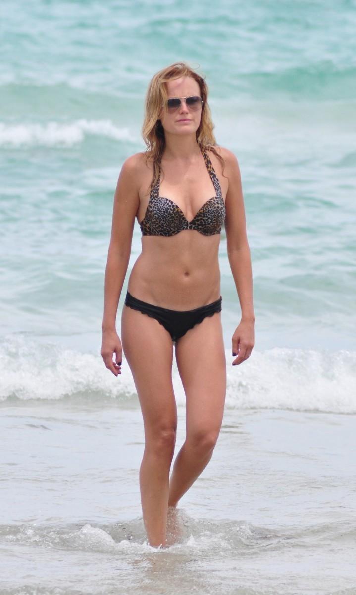 Malin Akerman totalmente desnuda