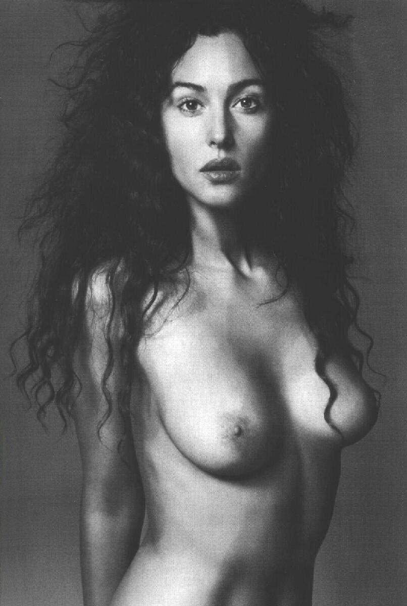Monica Bellucci desnuda follando